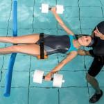 idrokinesiterapia donna che nuota
